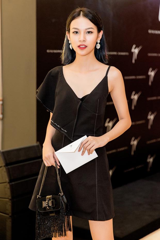 Chi Pu và Phí Phương Anh cùng đọ sắc với tông đen ở sự kiện thời trang, ai mặc đẹp hơn? - Ảnh 4.