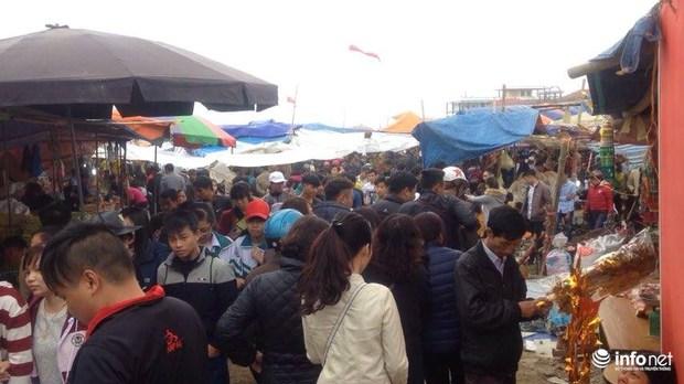 Nam Định: Hiệu trưởng xin cho học sinh nghỉ học vì tắc đường chợ Viềng - Ảnh 1.