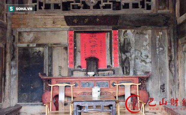 Chuẩn bị phá dỡ nhà tổ, cả gia đình ngỡ ngàng phát hiện kho báu 400 năm ẩn bên trong - Ảnh 1.