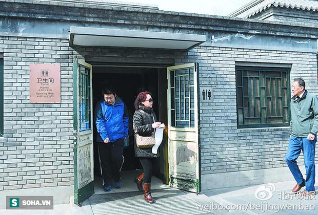 Trung Quốc: Ngay giữa thủ đô Bắc Kinh, đến giấy vệ sinh cũng bị biển thủ - Ảnh 1.