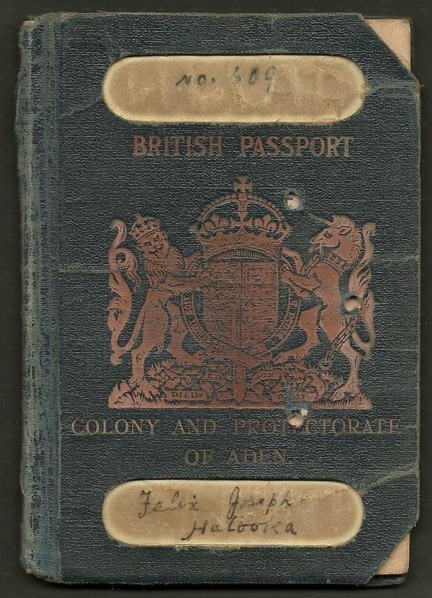 Sưu tập hộ chiếu cũ, người đàn ông không ngờ chúng ẩn chứa nhiều câu chuyện khó tin đến vậy - Ảnh 2.
