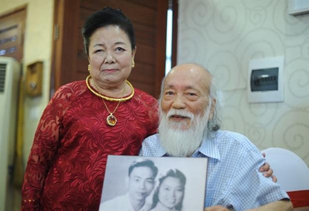 Chuyện tình yêu 56 năm của PGS Văn Như Cương và vợ: Để đi hết cuộc đời vẫn nắm tay nhau và nói Anh yêu em - Ảnh 3.