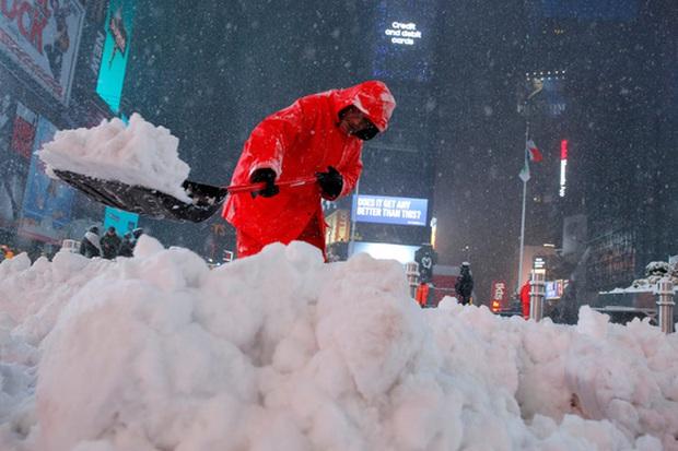 Đông Bắc Mỹ đóng băng vì bão tuyết - Ảnh 1.