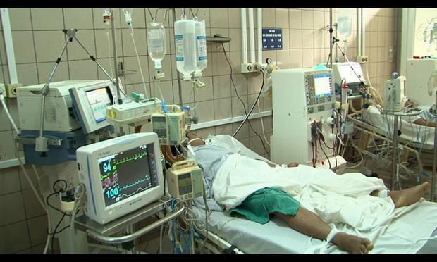 Thực hư chuyện chàng trai người Bỉ ngộ độc rượu methanol, bị mù hai mắt ở Hà Nội - Ảnh 2.