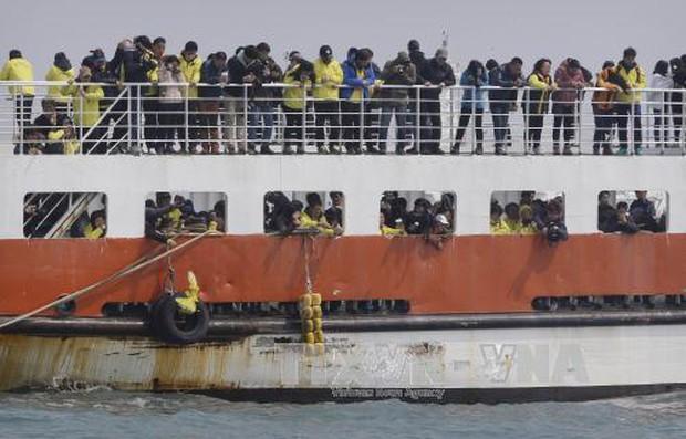 Hàn Quốc bắt đầu trục vớt phà Sewol 3 năm sau thảm họa - Ảnh 1.