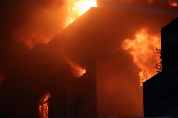 Vụ cháy Công ty may Kwong Lung – Meko: Lửa bùng phát trở lại - Ảnh 7.