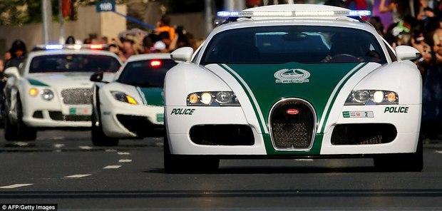 Đã có xe siêu xịn giờ còn nhanh nhất thế giới, cảnh sát ở Dubai đúng là sướng không ai bằng - Ảnh 1.