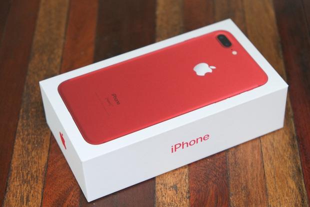 Mở hộp và trên tay iPhone 7 Plus đỏ đầu tiên tại Việt Nam, giá từ 25 triệu đồng - Ảnh 1.