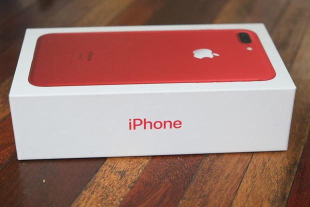 Mở hộp và trên tay iPhone 7 Plus đỏ đầu tiên tại Việt Nam, giá từ 25 triệu đồng - Ảnh 2.