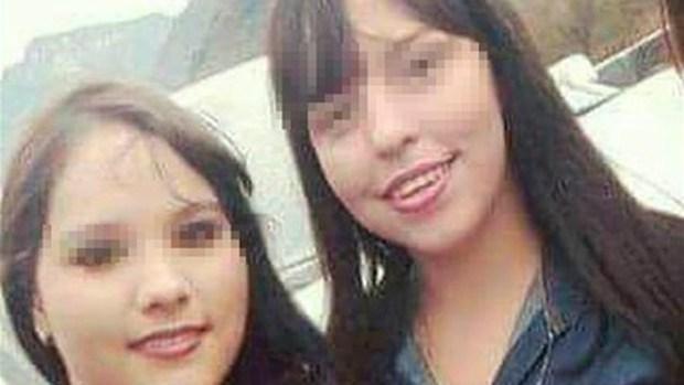 Mải selfie, hai thiếu nữ bị máy bay tông chết - Ảnh 1.