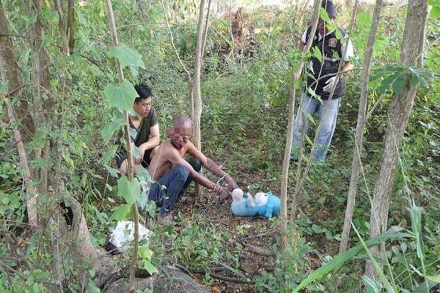 Dân làng phẫn nộ, hành xử tên bác ruột cưỡng hiếp và giết hại cháu gái 5 tuổi - Ảnh 2.