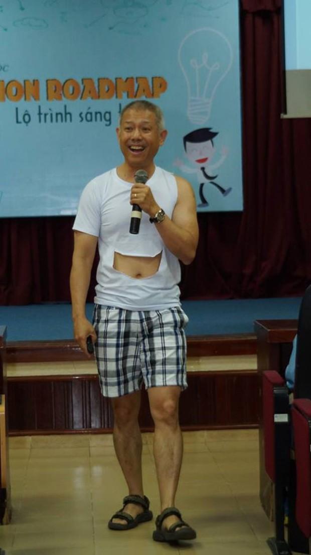 Giáo sư Trương Nguyện Thành mặc quần đùi giảng bài: Bộ GD-ĐT yêu cầu trường báo cáo - Ảnh 1.