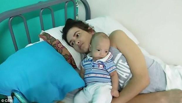 """Người mẹ """"hồi sinh"""" sau tai nạn khủng khiếp nhờ sinh con trong lúc hôn mê sâu - Ảnh 2."""