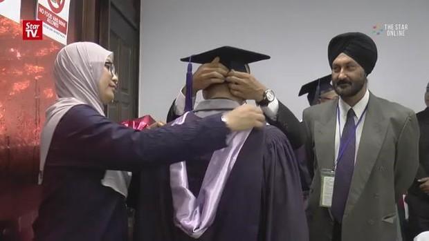 Lấy được bằng thạc sỹ, chuẩn bị học lên tiến sỹ khi ở trong tù - Ảnh 1.