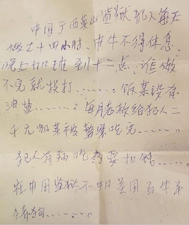 Một phụ nữ bất ngờ phát hiện lá thư kêu cứu bên trong chiếc túi mua ở Walmart - Ảnh 1.