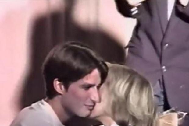 Bà Brigitte Trogneux: Từ mối tình cô trò thời trung học trở thành tân Đệ nhất phu nhân nước Pháp - Ảnh 2.