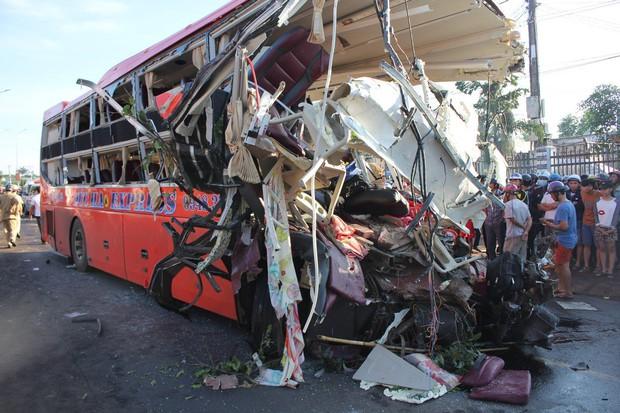 Tai nạn 13 người chết: Lái xe mới có bằng vài tháng - Ảnh 2.