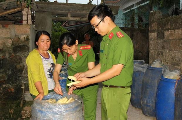 1,3 tấn măng tươi ngâm hóa chất chuẩn bị đưa ra chợ  - Ảnh 1.