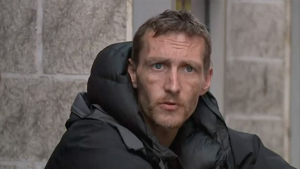 Điều kỳ diệu đến với người đàn ông vô gia cư bất chấp nguy hiểm lao vào ứng cứu nhiều nạn nhân trong vụ đánh bom ở Anh - Ảnh 1.