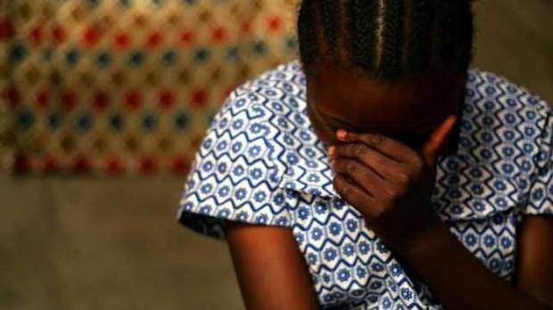 Chấn động: Bố đẻ cùng con trai của nhân tình thay nhau hãm hiếp bé gái 12 tuổi - Ảnh 1.