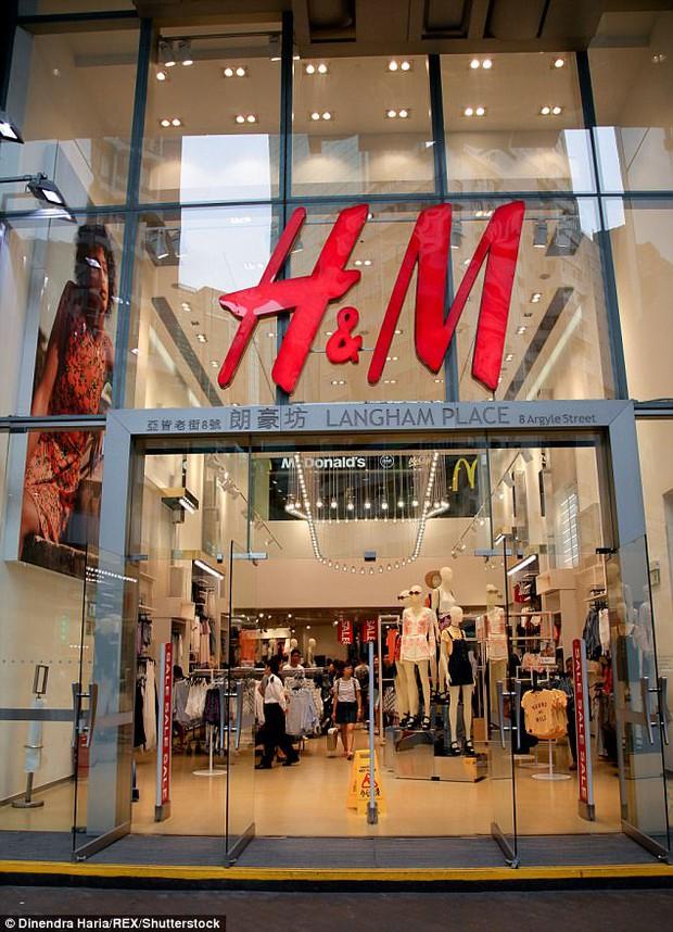 H&M bị ném đá vì khiến khách hàng cảm thấy quá béo do đánh size quần áo lung tung - Ảnh 2.