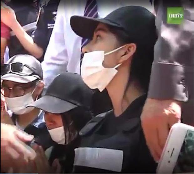 3 nghi phạm quỳ gối xin lỗi người nhà nạn nhân trong vụ giết người gây rúng động Thái Lan - Ảnh 3.