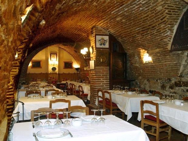 Có gì bên trong nhà hàng lâu đời nhất thế giới, hơn 300 năm hoạt động vẫn nườm nượp thực khách ghé thăm? - Ảnh 3.