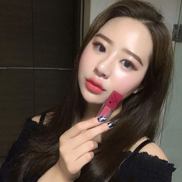 Sau son đỏ 3CE thì con gái Hàn lại mê tít 3 màu son mới của Nakeup Face - Ảnh 1.