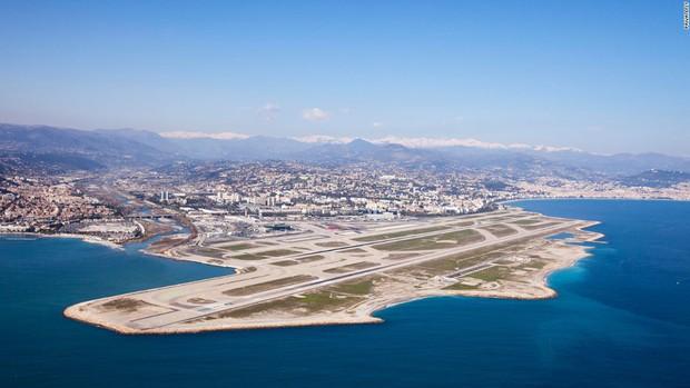 Có những quốc gia chỉ rộng chưa tới 0,5km2 hay 61km2, họ phải làm gì để xây dựng sân bay? - Ảnh 2.