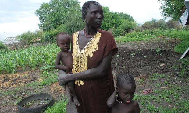 Tôi đã chôn cất đứa con út của mình trong bụi rậm: Đói khát và đau khổ không ngừng bủa vây người dân ở Châu Phi - Ảnh 1.
