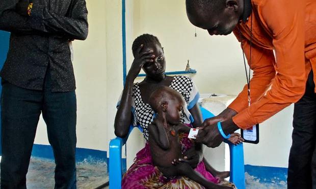 Tôi đã chôn cất đứa con út của mình trong bụi rậm: Đói khát và đau khổ không ngừng bủa vây người dân ở Châu Phi - Ảnh 2.