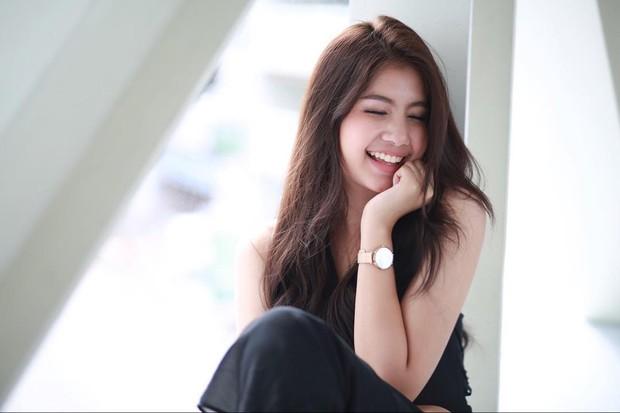 Vẻ đẹp ngọt ngào tựa nữ thần của hot girl Thái Lan không cần thả thính cũng khiến nhiều chàng trai tự đổ - Ảnh 1.