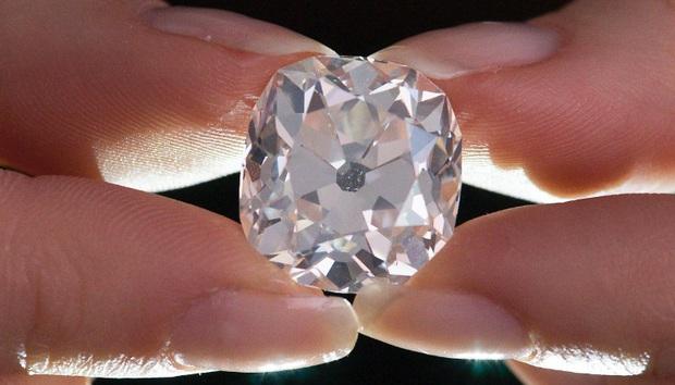 Từng có giá chỉ 300.000 đồng, giờ đây viên kim cương này đã được mua lại với giá 19 tỷ đồng - Ảnh 1.