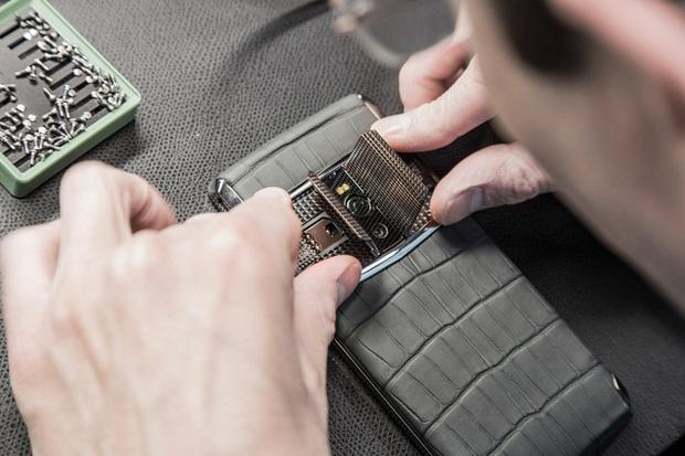 Vì sao điện thoại Vertu đắt đỏ đến thế, giá trị có thể lên tới cả tỷ bạc? - Ảnh 1.
