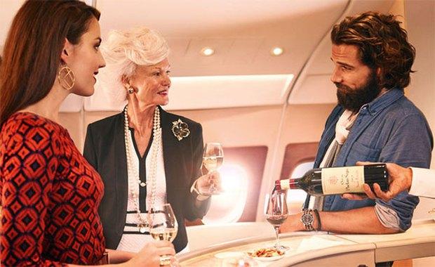 Mua một vé máy bay hạng nhất để ăn miễn phí cả năm - Ảnh 1.