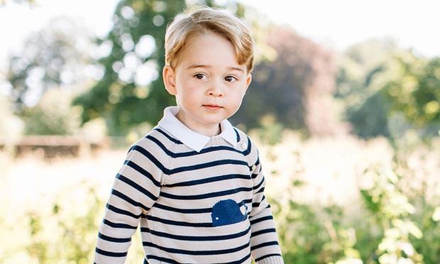 Hoàng tử George mang họ gì khi đi học và câu chuyện ít người biết về họ của gia đình hoàng tộc Anh - Ảnh 1.