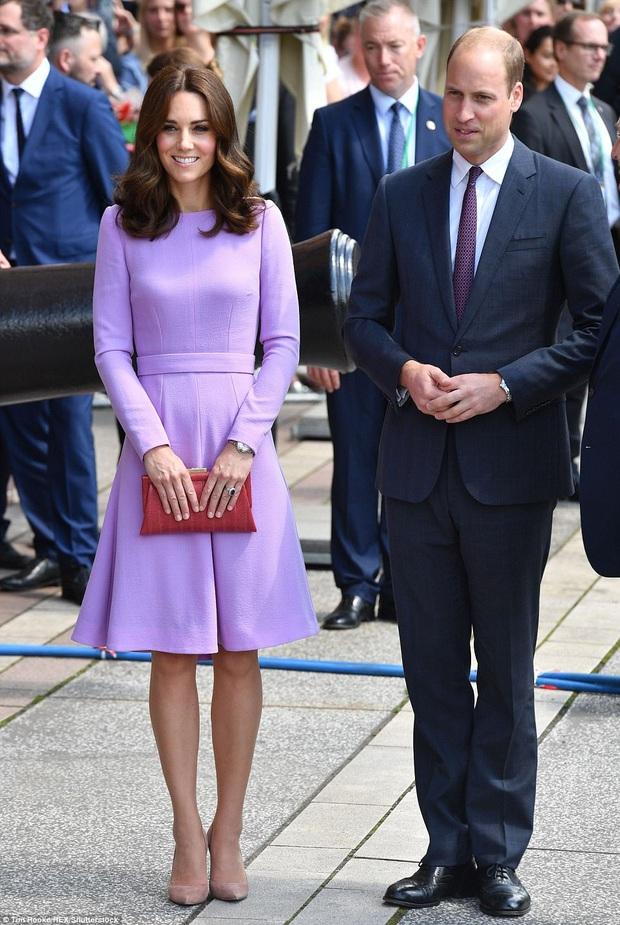 """Ít ai biết được rằng Công nương Kate và Hoàng tử William luôn chủ ý diện đồ """"tông xuyệt tông"""" - Ảnh 1."""