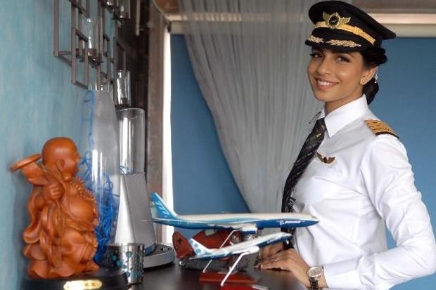 Cô gái Ấn Độ trở thành cơ trưởng trẻ nhất thế giới điều khiển máy bay Boeing 777 - Ảnh 2.