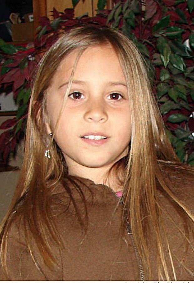 Bé gái 8 tuổi đột ngột mất tích và quá khứ đen rợn người của cô trông trẻ - Ảnh 1.
