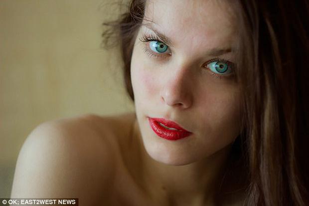 Chụp ảnh gợi cảm trong nhà thờ đổ nát: Người mẫu Nga có thể phải lĩnh án tù 3 năm - Ảnh 2.
