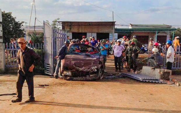 Ô tô mất lái gặp tai nạn kinh hoàng, 6 người nguy kịch - Ảnh 1.