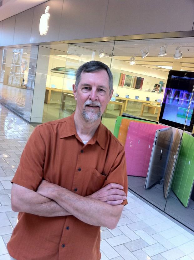 Đây là người hâm mộ lớn nhất của Apple, cách ông thể hiện tình yêu với táo khuyết sẽ khiến bạn bất ngờ - Ảnh 1.