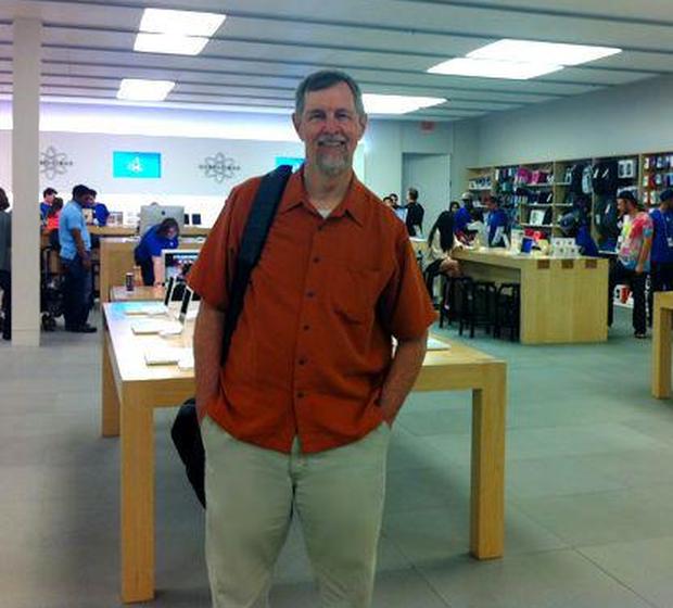 Đây là người hâm mộ lớn nhất của Apple, cách ông thể hiện tình yêu với táo khuyết sẽ khiến bạn bất ngờ - Ảnh 2.