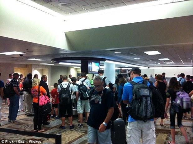 Hàng trăm túi hành lý của hãng hàng không Southwest Airlines bị ô nhiễm vì sự cố hi hữu đến từ… phòng vệ sinh - Ảnh 2.