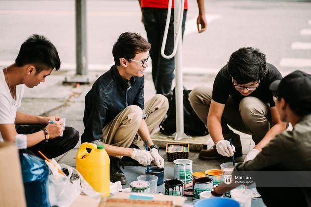Nhỏ mà có võ, những nắp cống được tô vẽ màu mè đáng yêu khiến ai dạo qua phố đi bộ Hà Nội cũng mỉm cười! - Ảnh 1.