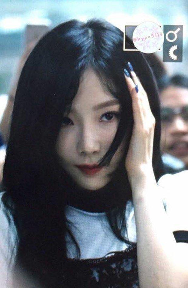 Ngày xui sấp mặt của Taeyeon: Ngã giữa sân bay, camera đập trúng đầu, truyền thông bịa đặt - Ảnh 2.
