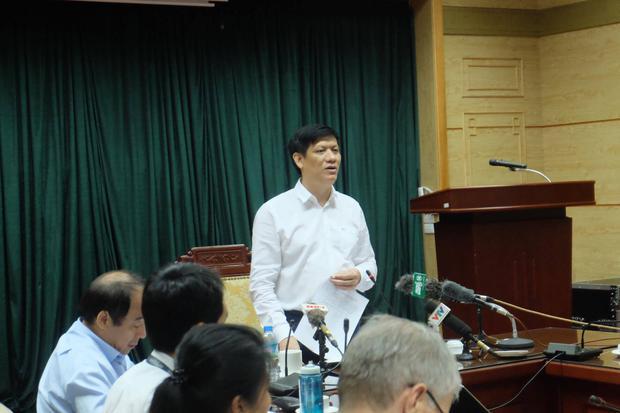 Phó viện trưởng viện Vệ sinh dịch tễ TƯ lên tiếng về việc phun thuốc nhưng muỗi không chết - Ảnh 3.