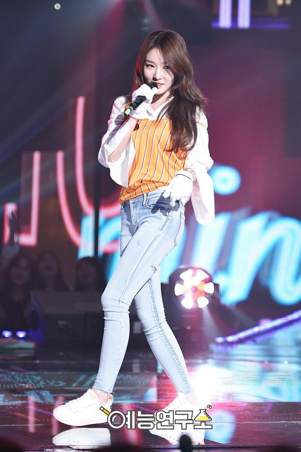 Lee Hyori tiếp theo náo loạn show hát giấu mặt - Ảnh 2.