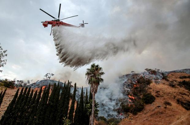 """Mỹ: Los Angeles """"gồng mình"""" trước vụ cháy rừng lịch sử - Ảnh 2."""