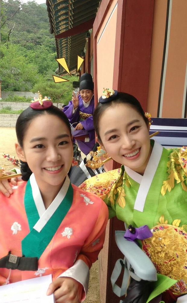 Là nữ thần sắc đẹp Hàn Quốc, Kim Tae Hee có bị lu mờ khi đứng cạnh các đại mỹ nhân khác? - Ảnh 2.